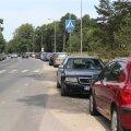 DELFI FOTOD: Olukord pole muutunud: Vääna-Jõesuu rannalised parkisid ümbruskonna autosid täis