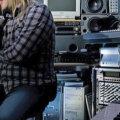 Muidu uuendusmeelsele Heini Vaikmaale on väga vastumeelsed MP3-helifailid, mis heli koledasti kokku pakivad ja süveneda ei lase.