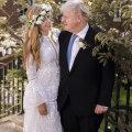 FOTOD | Boris Johnsoni värske abikaasa Carrie Symonds kandis salaja peetud pulmades väga huvitavat päritolu pruutkleiti