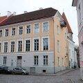 Selles Laial tänaval asuvas muinsuskaitsealuses majas on ühel üürnikul võimalik 70-ruutmeetrine korter linnalt välja osta vähem kui 100 000 euro eest.