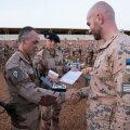 Служащих в Мали эстонских солдат награждают французскими медалями
