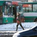 В Ласнамяэ в резко затормозившем автобусе упала и получила травмы пожилая женщина