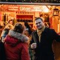 Kristjan Õunamägi räägib ajakirjanikule, kuidas nende ettevõte Tallinna jõuluturul 11 aastat tagasi alguse sai.