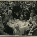 Vanaema Margarethe sünnipäev koduaias.
