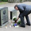 Konstantin Pätsi hauale lillede asetamine