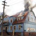 DELFI VIDEO ja FOTOD: Pärnu vanalinnas põles maja, tulekahju sai alguse pubi fritüüris süttinud õlist