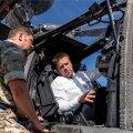 Peaminister Jüri Ratas külastas Ämari lennubaasi, kus tutvus Eestis oleva Ühendkuningriigi kopteriüksuse ja Balti õhuturbe missiooni teostava lennusalgaga.