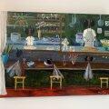 The Kurze sisekujundus on ebakaukaasialikult tagasihoidlik ja hele, et mitte öelda kõledavõitu. Ainult otsaseina humoorikas maaling toob ruumi värve ja elevust.
