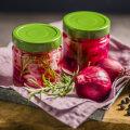 RETSEPT | Võrratu lisand liha, salatite ja kalaroogade kõrvale - marineeritud sibulad