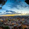 """Vaade õhtusele Lissabonile Miradouro da Graca vaateplatvormilt. Muide """"miradouro"""" sõnal on eriline tähendus  – """"mira"""" tähendab vaadet või eesmärki ning """"duoro"""" tähendab kuldset. Ja seda need vaated tõepoolest on!"""