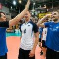 Eesti koondise peatreener Gheorghe Creţu, Ardo Kreek ja Renee Teppan rõõmustavad Poola alistamise üle.