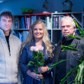 """Raadio 2 saate """"Hallo, Kosmos!"""" kolmesajas külaline Valdur Mikita, autor Ingrid Peek ja saatesarja esimene külaline Igor Volke."""