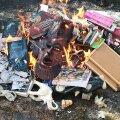 """Poola preestrid põletasid """"pühadust teotavaid"""" esemeid, sealhulgas Harry Potteri raamatuid"""