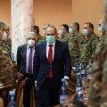 Tagasiastumisest teatanud valitsusjuhi Nikol Pašinjani (ees keskel) poliitikukarjäärile andis tagasilöögi mulluse Mägi-Karabahhi sõja kaotamine.