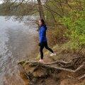"""Uljaste järve ääres on keskkonnaameti maapõuespetsialist Lilli Tamm, kes sõnas Maalehele: """"Keskkonnamet keeldub uuringuloa andmisest kui kohalik omavalitsus ei ole nõus."""""""