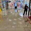 ФОТО   Дождь залил торговый центр Rocca al Mare, пришлось закрыть часть первого этажа
