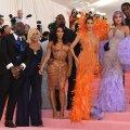 ÜLEVAADE | Kardashianide stiil on läbi aastate oluliselt muutunud: kleidikestest ja loomamustritest said unikaalsed kostüümid