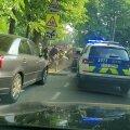 ВИДЕО | Сотрудник полиции получил травмы при задержании опасного водителя, который врезался в полицейскую машину