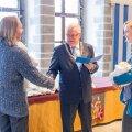 Tallinna Raekojas said lapsed tunnistused