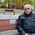 Eri Klas istumas lemmikpingil Tallinnas Politseiaia pargis.