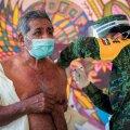 Mehhikos on ametlikule kaitsepookimisele hakanud konkurentsi pakkuma libavaktsiinid. Pildil saab Juchitán de Zaragoza linna elanik siiski õiget vaktsiini.