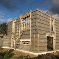Seinad on püsti ja edasi läheb katuse ehitamiseks.