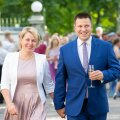 Jüri Ratas abikaasa Karin Ratasega presidendi roosiaias.