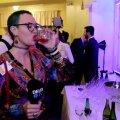 ВИДЕО DELFI: Смотрите, что пили гости на президентском приеме