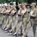 """""""Лютый стыд"""": на Украине возмущаются тем, что женщин-военнослужащих заставили маршировать на каблуках"""