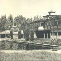 Mustamäe basseinid ja kohvikuhoone 1963. aastal. Hoone hävis 1974. aastal tules. (Foto R. Valdre/Nõmme muuseum)