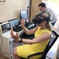 Tartu Milli müügijuht Aili Adamson kogemas virtuaalreaalsuse arendavaid võimalusi.