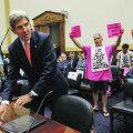 USA välisminister John Kerry alustas esindajatekoja veenmist sealse väliskomisjoni ees esinedes. Rahvaesindajad muretsevad Süüria eelnõu toetamise pärast, sest nende valijad (Kerry selja taga) pole sõjakäigust vaimustunud.