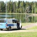 FOTOD   Tõrvas Vanamõisa järves otsitakse vette hüpanud last