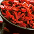 Kauni punaka värvusega goji-marjad sisaldavad hulgaliselt väärtuslikke ja tervistavaid aineid.