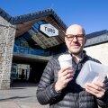 Rasmus Rask näitab Balti jaama turu kaheksas söögikohas ringlevaid Bringpacki korduskasutatavaid toidunõusid.