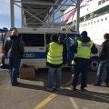 DELFI FOTOD: PPA viis koos Soome kolleegidega sadamas läbi reidi, avastati alkoholi tarvitanud ning nõudeid eiranud juhte