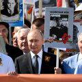 """Путин рассказал, о чем думал во время участия в """"Бессмертном полку"""""""