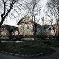 Pärast õnnetust: 1996. aasta traagilisest tulekahjust saadik seisab uhke maja varemetes.