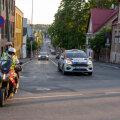DELFI VIDEO RALLY ESTONIALT | Mootorratta eskordil on linnaliikluses üks ülesanne: hoida rallimehi ohjes