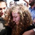 Iisarel vabastas vanglast teismelise palestiinlanna, kes ründas kahte sõdurit, andes neile kõrvakiilu