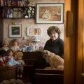 83-aastane Erna Ojasoo elab koos koeraga kahetoalises Mustamäe korteris. Hakkamasaamise üle tema ei kurda.