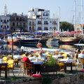 Kyrenia sadamalinn ja selle kalda pealsed kohvikud on endisele inglise kolooniale iseloomulikult väga britilikud.