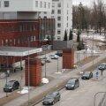 Kolonn Tartu ülikooli kliinikumi ees.