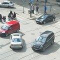 FOTOD: Murdunud rattaga Mercedes takistab Tallinna kesklinnas liiklust