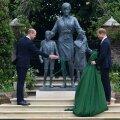 William ja Harry printsess Diana kuju avamas.