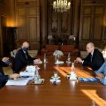 Vaevalt nädal pärast ametlikku kinnitust OECD juhiks kandideerimise kohta sõitis Kersti Kaljulaid Pariisi, et OECD praeguse peasekretäri Ángel Gurría (vasakul) kabinet oma silmaga üle vaadata.
