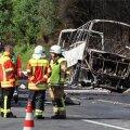 FOTOD ja VIDEO | Saksamaal põrkas buss kiirteel kokku treilerveokiga ja lahvatas põlema, 18 inimest sai surma, 31 vigastada