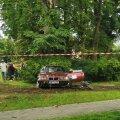 FOTOD | Kohila rahvasprindil sõitis auto publikusse, viga said kaks last, kes seisid keelatud alas