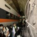 VIDEO | Taiwanis sai rong veokilt löögi ja paiskus tunnelis rööbastelt maha, surma sai ligi poolsada inimest