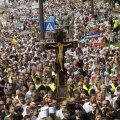 ФОТО: В крестном ходе в Киеве приняли участие десятки тысяч человек